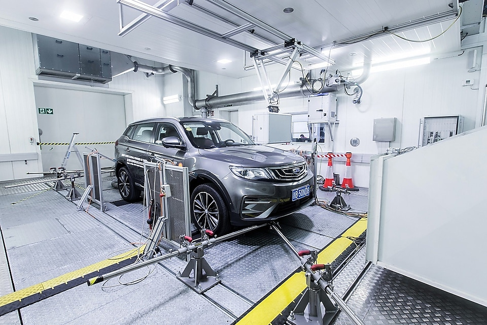 Car in chassis test laboratory